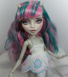 """11"""" 1/6 OOAK custom Mattel Monster high Rochelle Goyle doll Repaint by Yu"""