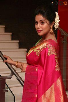 Poorna Kasim Stunning Hot In Red Saree Hot Actresses, Indian Actresses, Red Saree, Saree Dress, Sexy Gown, Beauty Full Girl, Beauty Women, Floral Bikini, Tube Dress