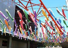 Koinobori at Tokyo Tower 東京の春の風物詩!333匹の「鯉のぼり」と巨大「さんまのぼり」が青空と東京タワーをバックに泳いでいます! | 東京タワー TokyoTower オフィシャルホームページ