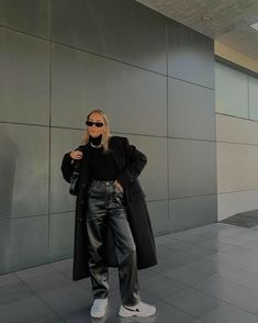 Skinny Leather Pants, Leather Pants Outfit, Leather Outfits, Faux Leather Pants, Leather Bags, Leather Skirt, Winter Fashion Outfits, Look Fashion, Winter Outfits