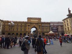Le coeur de Florence bat a la Piazza della Repubblica Toscana Italia, Blog Voyage, Tuscany, Louvre, Street View, Italy, Building, Travel, Lifestyle