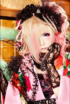 Isshiki Hiyori (一色日和) is the bassist of the Japanese visual kei band, Kiryu. He is also in the alter-ego band, My Dragon as Panty Hiwai. His image color is pink.