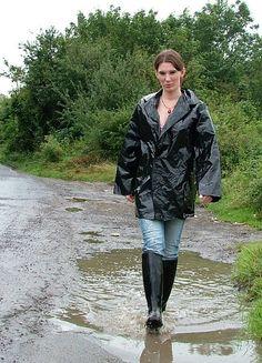 walking in the rain (eroclubs.nl)