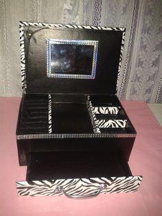 Alhajero hecho con una caja de zapatos