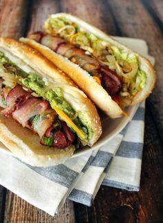 New take on a backyard BBQ: bacon wrapped Jalapeno Hot Dogs Bacon Hot Dogs, Bbq Bacon, Turkey Bacon, Dog Recipes, Cooking Recipes, Gourmet Hot Dogs, Bacon Wrapped Jalapenos, Burger Dogs, Junk Food