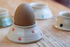 Sweet! Totally making egg holders like this next time I'm in the studio...