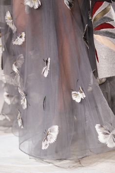lamaisonde-chu:  akamagdalena:  Details @ Valentino Spring 2014 Couture  psst. just changed into a fashion blog~! ヾ(@°▽°@)ノ