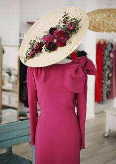 invitada perfecta Races Fashion, Party Fashion, Mode Bcbg, Race Wear, Fascinator Hats, Fascinators, Headpieces, Fancy Hats, Hats For Women