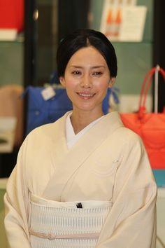 """和服姿で""""おもてなし""""日本製品の魅力をアピール : 映画ニュース"""