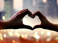 Aimer est un don de soi inconditionnel, qui ne doit pas faire souffrir, mais qui fait parfois naître de l'incertitude et qui oblige à passer par de mauvais moments. Réfléchissons à cela.