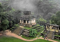 Palenque , Chiapas (My favorite of all the Mexican temple ruins) you can enter Guatemala by Usamacinta River Great Places, Places To See, Beautiful Places, Mayan Ruins, Ancient Ruins, Ancient Greek, Places Around The World, Around The Worlds, Temple Ruins