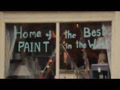 http://www.shabbytreats.com Annie Sloan de uitvinder van Annie Sloan krijtverf in haar winkel in Oxford laat zien hoe je met Annie Sloan krijtverf kunt werken en hoe je het moet afwerken met Annie Sloan Soft Wax