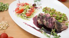 Come cucinare il #filetto di #vitello per esaltarne il gusto? Massimiliano Masuelli ci svela  tutti i segreti per preparare un perfetto filetto di vitello con #piselli e #pancetta croccante in riduzione di #vino rosso in questa #video #ricetta -> http://www.saporie.com/it/doc-s-138-22642-1-filetto_di_vitello_con_piselli_e_pancetta_croccante_in_riduzione_di_vino_rosso.aspx