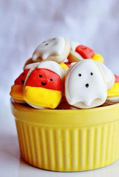 LOVE these sweet Halloween cookies!
