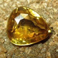 Batu Mulia Asli Pear Yellowish Orange Zircon 2.87 carat www.rawa-bening.com