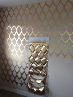 Geometric Print Wall Gold geometric wall The post Geometric Print Wall & Idee appeared first on Geometric paint . Decoration Bedroom, Room Decor Bedroom, Bedroom Ideas, Zen Bathroom Decor, Girls Room Wall Decor, Accent Wall Bedroom, Accent Walls, Geometric Wall, Wall Treatments