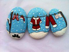 50 Easy DIY Christmas Painted Rock Design Ideas (2) Pebble Painting, Pebble Art, Stone Painting, Rock Painting, Stone Crafts, Rock Crafts, Christmas Rock, Christmas Crafts, Merry Christmas