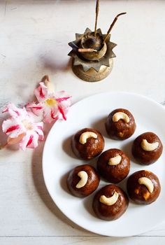 besan ladoo – sweetened roasted chickpea flour balls spiced with cardamom and nutmeg