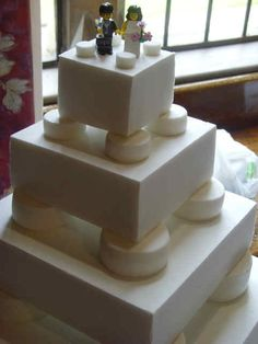 We continue to tell you of original wedding themes. If you, guys, are both crazy about Lego, you may choose this theme even for your wedding! Wedding Types, Geek Wedding, Beautiful Cakes, Amazing Cakes, Lego Wedding Cakes, Wooden Cake Toppers, Lego Cake, Wedding Inspiration, Wedding Ideas