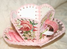 Tea With Friends: Greeting Card Teacup & Saucer ((cadeautjes)) Greeting Card Box, Vintage Greeting Cards, Vintage Postcards, Old Cards, Paper Cards, Paper Boxes, 3d Paper, Card Basket, Christmas Card Crafts