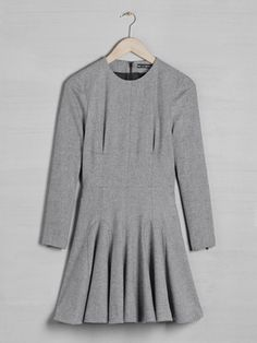What to wear to a job interview :: The long-sleeved dress