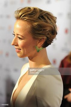 Actress Karine Vanasse attends the 2014 International Academy Of Television Arts & Sciences Awards Arrivals at New York Hilton on November 2014 in New York City. Olivia Munn, Olivia Wilde, Pixie Bob Hairstyles, French Beauty, French Actress, Emma Watson, Style Me, Short Hair Styles, Hair Cuts