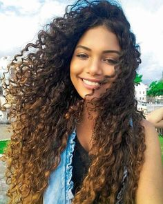 Do you like your wavy hair and do not change it for anything? But it's not always easy to put your curls in value … Need some hairstyle ideas to magnify your wavy hair? New Long Hairstyles, Face Shape Hairstyles, Trending Hairstyles, Curled Hairstyles, Curly Hair Tips, Long Curly Hair, Hair Care Tips, Wavy Hair, Remy Hair Extensions