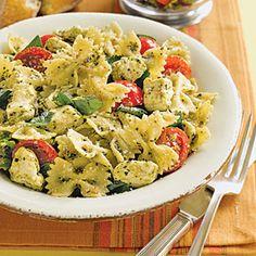 Pasta with Tomatoes and Mozzarella Recipe (I ❤ pesto! Pesto Pasta Recipes, Pesto Pasta Salad, Salad Recipes, Fresco, Tomate Mozzarella, Fresh Mozzarella, Mozzarella Pasta, Cooking Recipes, Healthy Recipes