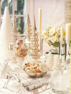 Silver + White tablesetting #holidayentertaining