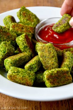 Skip the spuds in favor of a quick and healthy recipe for baked broccoli tots perfect for dunking in ketchup, Ranch, hummus and more!