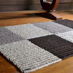 Rectangular Crochet Rug: 90 Models and Tutorials to Grace the House - Rug making Shag Carpet, Wool Carpet, Rugs On Carpet, Crochet Carpet, Crochet Home, Textured Carpet, Patterned Carpet, Crochet Rug Patterns, Pink Carpet