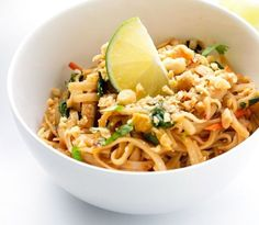 The Easy Chicken Pad Thai Recipe . - The best chicken pad in America! Because I imagine that in Thailand they have to make some pretty g - Healthy Recipes For Diabetics, Healthy Gluten Free Recipes, Healthy Pasta Recipes, Thai Recipes, Veggie Recipes, Asian Recipes, Vegetarian Recipes, Cooking Recipes, Healthy Soups
