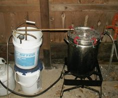 Build Your Own Essential Oil Extractor Distiller. Great for making cosmetics, and a lot cheaper if you can find the bulk of this at yard sales. Essential Oil Still, Making Essential Oils, Essential Oil Uses, Natural Medicine, Herbal Medicine, Herbal Remedies, Home Remedies, Natural Remedies, Essential Oil Distiller