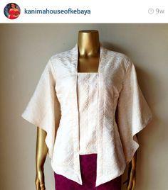 Kutu baru modifikasi Kebaya Lace, Kebaya Brokat, Batik Kebaya, Kebaya Dress, Blouse Batik, Batik Dress, Frill Blouse, Kebaya Kutu Baru Modern, Kebaya Moden