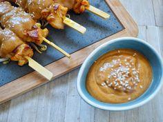 kipspiesjes met saus van de bbq Bbq, Chicken Wings, Snacks, Meat, Food, Spaghetti, Barbecue, Appetizers, Barrel Smoker