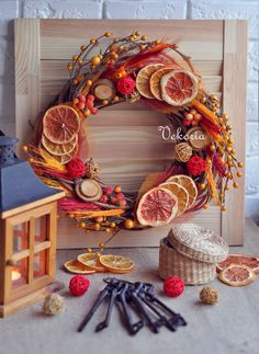 Rustic Natural Fruits Wreath Winter Decoration Easy tips for How to Decorate a Christmas wreath. This is a wonderful way to add charm to your holiday on a budget! Christmas Advent Wreath, Christmas Crafts, Christmas Centerpieces, Christmas Decorations, Crafts To Do, Diy Crafts, Vase Crafts, Winter Home Decor, Diy Weihnachten