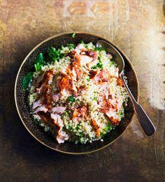 Harissatahna maustaa tällä kertaa lohen. Tulista harissatahnaa käytetään paljon pohjoisafrikkalaisissa keittiöissä.