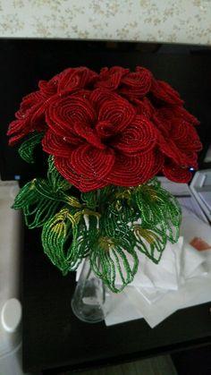 Розы из бисера - Яна - Ярмарка Мастеров http://www.livemaster.ru/item/22064761-tsvety-i-floristika-rozy-iz-bisera