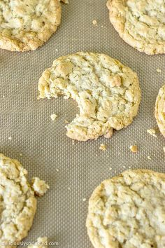 A recipe for Chewy Oatmeal Cookies. Homemade oatmeal cookies with no chocolate chips, no nuts, and no raisins. Just simply a delicious cookie recipe. Homemade Oatmeal Cookies, Soft Oatmeal Cookies, Oatmeal Cookie Recipes, Delicious Cookie Recipes, Yummy Cookies, Yummy Food, Sugar Cookies, Tasty, Fun Desserts