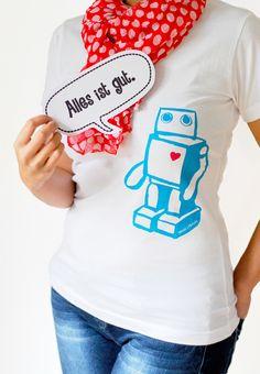 Shirt mit Roboter in handbedrucktem Siebdruck // Robot shirt, screenprinted by hand by -Trudl-und-Traudl- via DaWanda.com