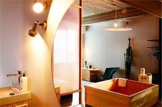 Van oud Volkskrantgebouw naar creatieve plek met 172 hotelkamers. Op onze website vind je altijd de beste prijs voor je hotelkamer.
