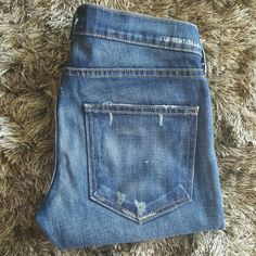 """CURRENT/ELLIOTT """"the crop skinny"""" Amazing jeans! Crop skinny, lovely. Whiskering at top and knees, slight distressing on pockets front and back. Washed and worn. Few times and in great condition. Inseam 27 1/2 inches. Current/Elliott Jeans Ankle & Cropped"""