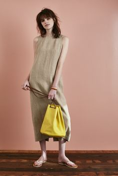 34_2 dress ¥34,000 bag ¥39,000 bangle ¥95,000 sandals ¥12,500