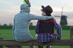 De Nederlandse jeugdfilm Dummie de Mummie heeft in één week tijd meer dan 100.000 bezoekers getrokken. Daarom is de hit bekroond met een Gouden Film. Ook de film Pijnstillers naar het boek van Carrie Slee kreeg een Gouden Film.