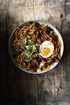 Spicy Garlic Shiitake Noodles Dinner With Mushrooms, Veggie Recipes, Healthy Recipes, Noodle Recipes, Yummy Recipes, Kitchen Recipes, Cooking Recipes, Thin Sliced Beef, Dinner Menu