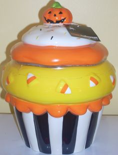 Cool Halloween cupcake cookie jar for the counter ~