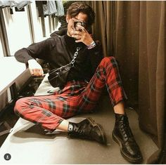 Tried this tartan pants today in Zara and i think i am going back to get them lol 😍 Stylish Mens Outfits, Edgy Outfits, Mode Outfits, Grunge Outfits, Fashion Outfits, Dress Outfits, Red Plaid Pants, Plaid Pants Outfit, Tartan Pants Mens