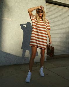 Estilo de Rua - Streetstyle Street Style 2 Striped T-Shirt Dress with White Sneakers Urban Outfitters # shirt # shirt you can find simil. Oversized T Shirt Dress, Striped T Shirt Dress, Oversized Striped Shirt, Dress Outfits, Cute Outfits, Fashion Outfits, T Shirt Dresses, Tshirt Dress Outfit, T Shirt Fashion