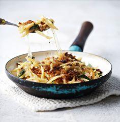 Alppien rinneravintoloiden ykköslounas on karamellisoidulla sipulilla viimeistelty juustopasta. Pasta on juuri niin hyvää kuin käyttämäsi juusto, joten sat