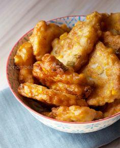 Met maar een paar eenvoudige ingrediënten, maak je deze heerlijke maiskoekjes. Lekker vegetarisch bijgerecht of snack.